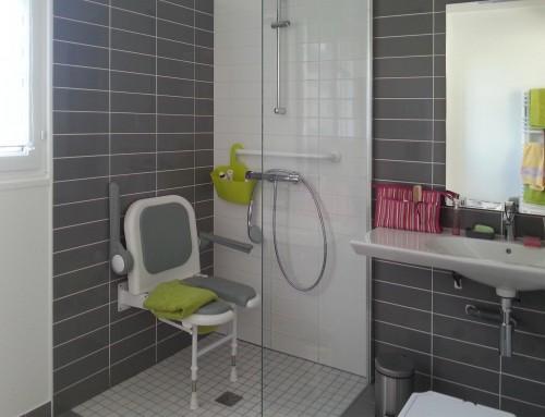 Aménagement d'une salle de bain PMR* à Fréhel pour personne à mobilité réduite